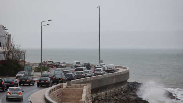 Avenida Marginal reaberta horas depois de colisão fatal entre duas motos