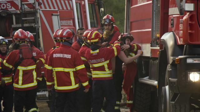 Quatro pessoas, incluindo dois bombeiros, morrem em incêndio em França