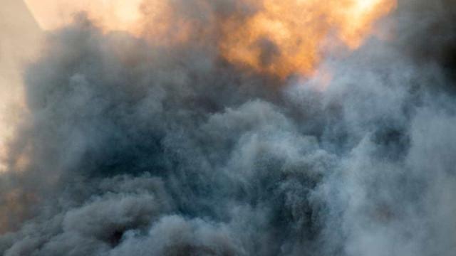 """Fumo dos fogos em Portugal e anticiclone criam """"nuvem"""" sobre Extremadura"""
