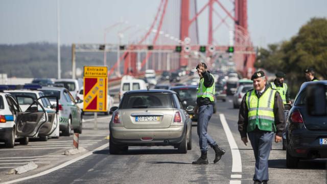 Trânsito condicionado na ponte 25 de Abril devido a acidente
