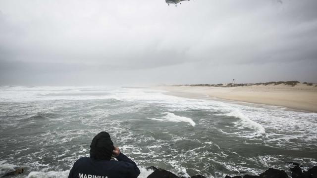 Espinho: Embarcação que naufragou foi localizada no fundo do mar