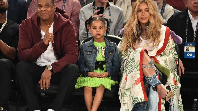 Filha de Beyoncé 'brilha' com vestido de mais de 4 mil euros