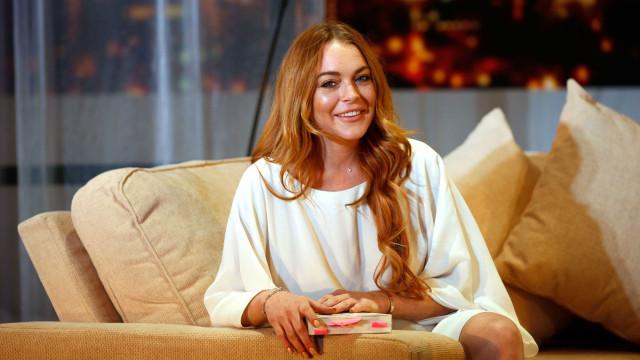 Lindsay Lohan revela nas redes sociais que está a caminho de Portugal