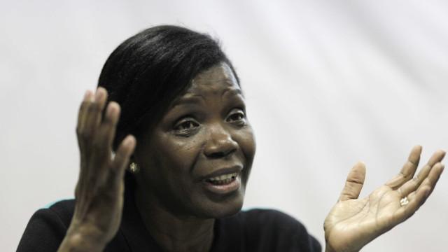 Trabalhadores do registo e notariado 'ameaçam' ministra com polícia