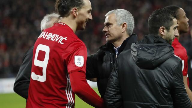"""Mourinho diz que Ibrahimovic é um """"leão"""" e voltará a jogar ainda em 2017"""