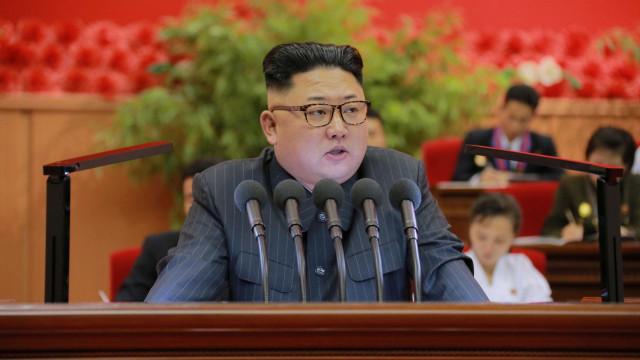 """""""O botão nuclear continua na minha secretária"""""""