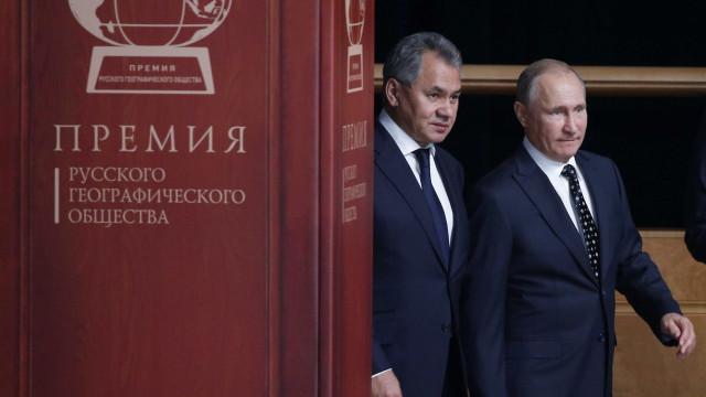 Rússia anuncia conclusão da entrega de mísseis antiaéreos à Síria