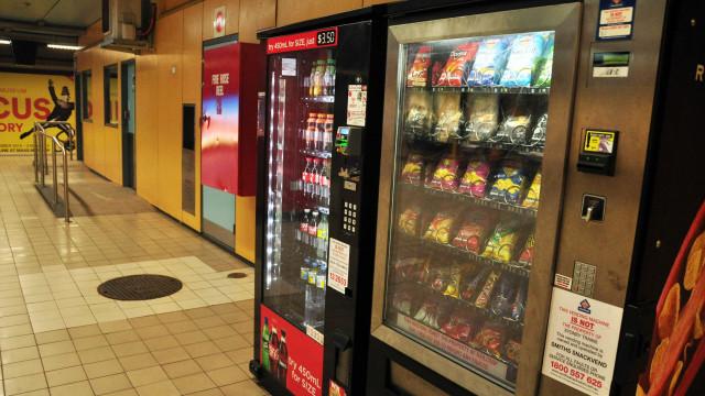 Há pouca diversidade e falta de fruta nas máquinas de venda do SNS