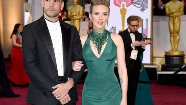 Scarlett Johansson 'apanhada' a jantar com ex-marido