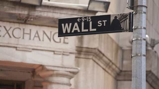 Bolsa de Nova Iorque negoceia mista num cenário de subida de juros