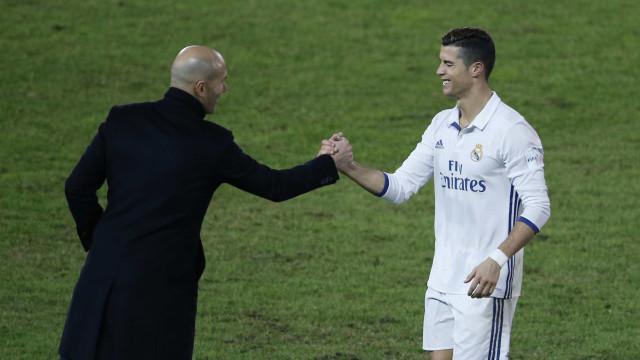 Zidane leva Cristiano Ronaldo para a Supertaça europeia