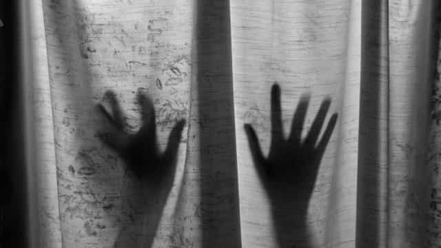 Mulher acusada do crime violência doméstica sobre a mãe na Marinha Grande