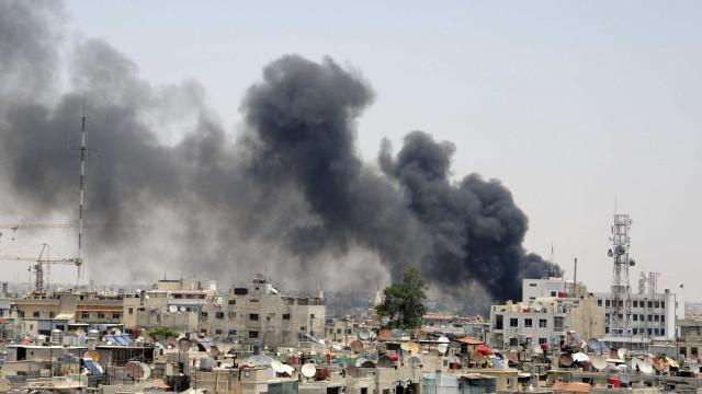 Pelo menos oito mortos em bombardeamentos nos arredores de Damasco