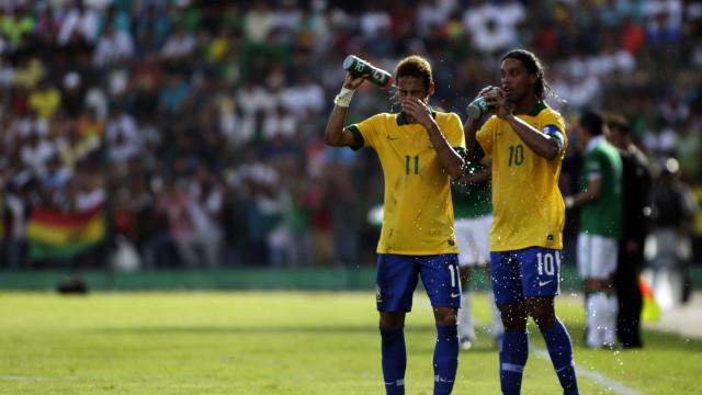"""""""O estilo de vida não permitiu que Ronaldinho fosse um CR7 ou um Messi"""""""