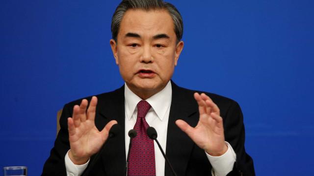 China apoia Venezuela e critica interferência de países estrangeiros