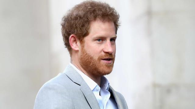 Princípe Harry critica paparazzi por fotografarem a mãe enquanto morria