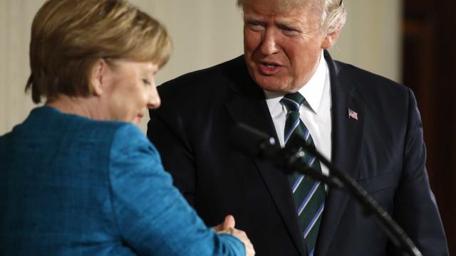"""Merkel responde a Trump: Berlim decide com """"independência"""""""