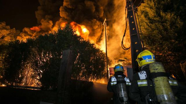 Incêndio que terá tido origem numa panela causa morte de idoso