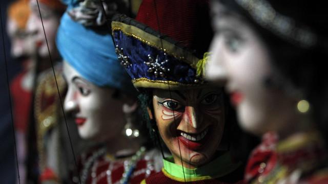 Espetáculo de marionetas gigantes e projeção de vídeo em Alcobaça