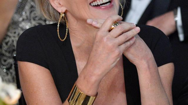 Sharon Stone apresenta o namorado misterioso em evento