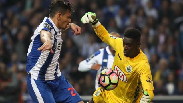 Varela tem 'guia de marcha' e Vieira quer 15 milhões pelo guardião