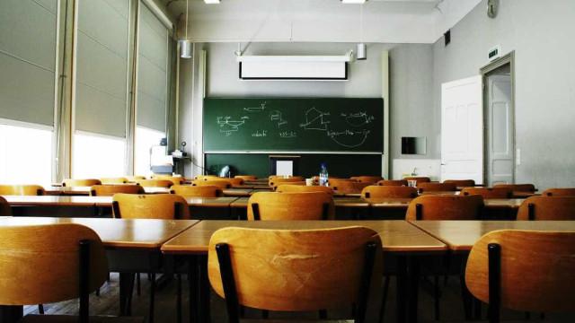 Escola fechada a cadeado em Barcelos num protesto contra turma mista