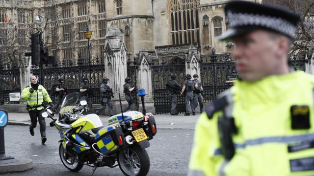 Não há provas que liguem atacante de Londres ao ISIS ou à Al-Qaeda