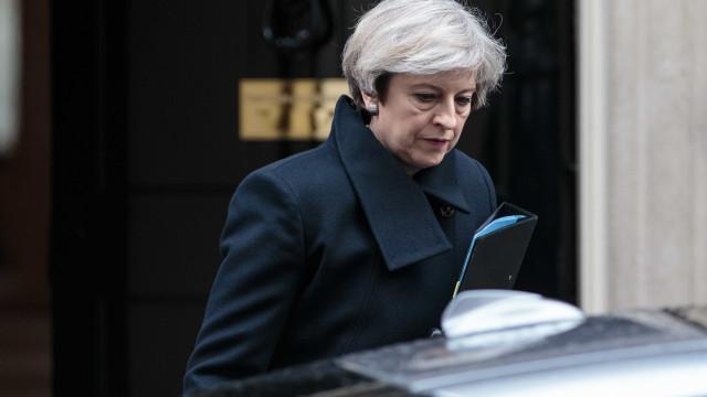 Theresa May convoca comité Cobra após ato terrorista em Londres