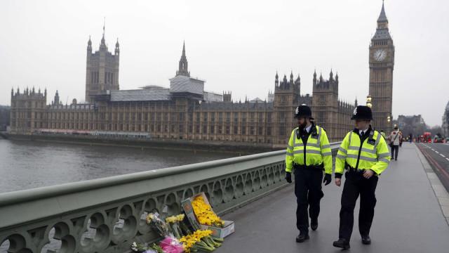 Polícia britânica deteve mais duas pessoas por ligação ao ataque