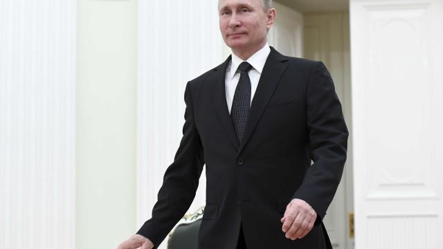 Cerca de 75% dos russos pensam votar em Putin nas presidenciais de março