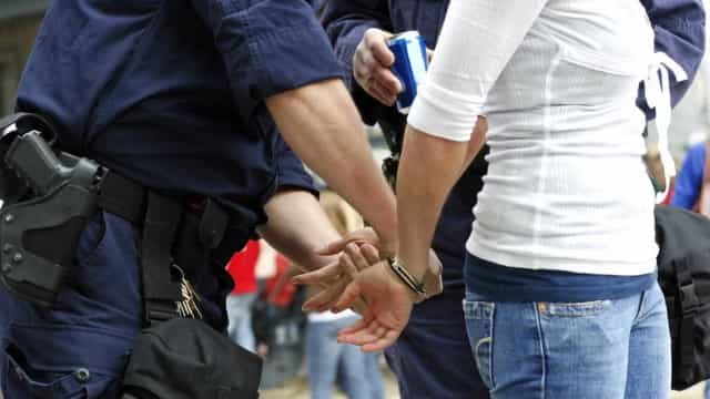 Jovem detida com 225 doses de haxixe escondidas na roupa
