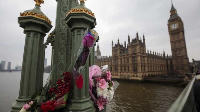 """""""Não perdoo as ações do meu filho"""", diz mãe do atacante de Londres"""