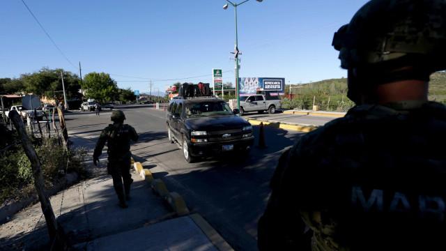 Autoridades mexicanas descobrem dez cadáveres, sete enterrados num pátio
