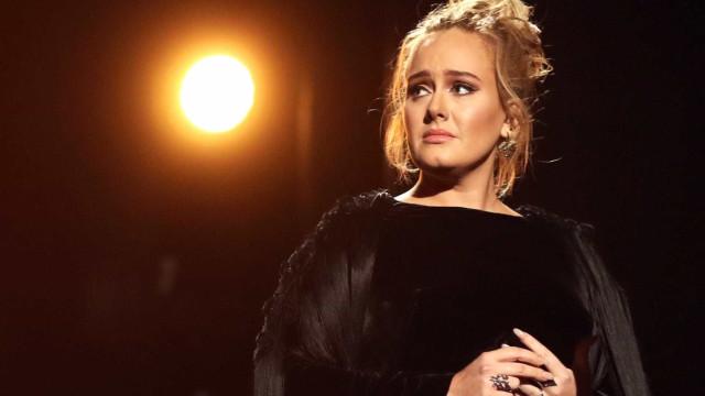 Adele recusa proposta milionária para ficar em casa a cuidar do jardim