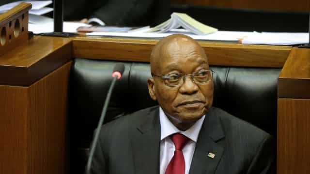 Parlamento da África do Sul chumba moção de censura ao Presidente Zuma
