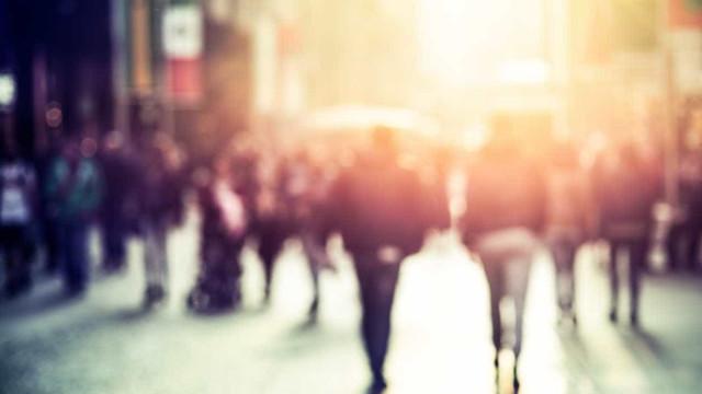 Indicadores de confiança dos consumidores e de clima económico diminuem
