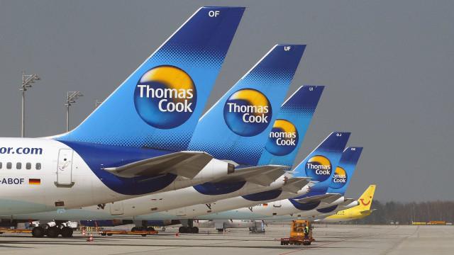 Passageiros retidos dentro avião sem ar condicionado desmaiam e vomitam