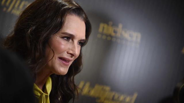 Aos 52 anos, Brooke Shields exibe silhueta exemplar em campanha