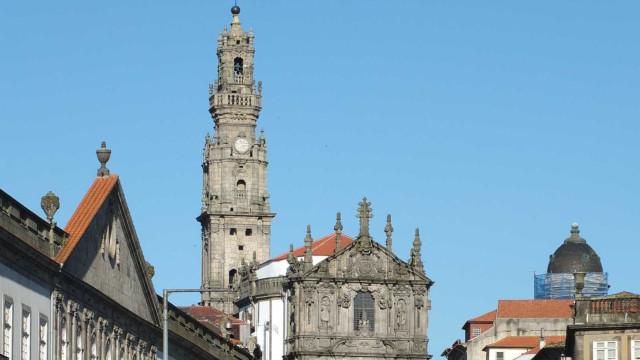 """Rua do centro do Porto """"intransitável"""" devido a fuga de gás em edifício"""