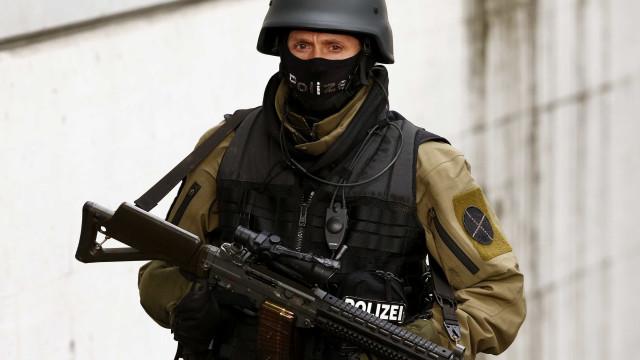 Tiroteio em Zurique. Duas pessoas mortas a tiro à porta de banco