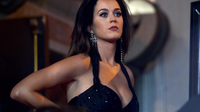 Katy Perry divulga vídeo dos bastidores de 'One Love Manchester'