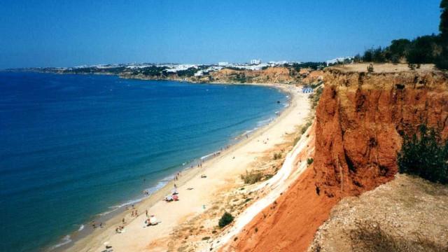 Portugueses preferem praia e planeiam gastar o mesmo que em 2016