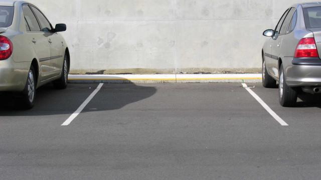 Parque de estacionamento abre amanhã junto à estação de Agualva-Cacém