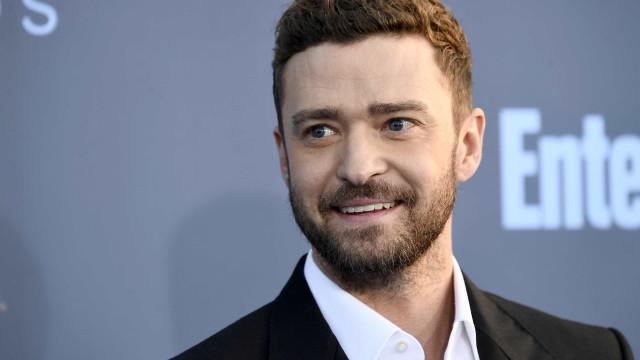 Justin Timberlake surpreende jovens fãs e visita crianças em hospital