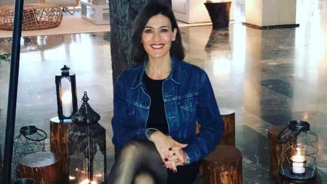 Fátima Lopes dedicada à bricolage... descontraída e sem maquilhagem