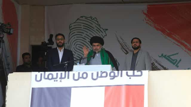 Xiita Moqtada Sadr alia-se a ex-primeiro-ministro para formar Governo