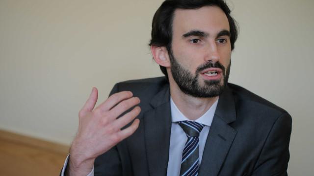 "Barbosa Ribeiro elogia ""exemplo de democracia laboral"" na Autoeuropa"