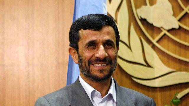 Do futebol americano a Tupac, Ahmadinejad faz 'furor' no Twitter
