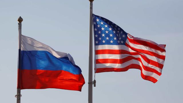 Mercados financeiros russos e rublo em baixa devido a sanções americanas