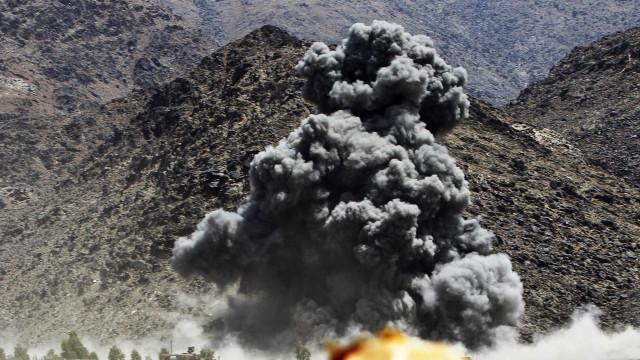 Queda de helicóptero do Exército no oeste do Afeganistão faz 25 mortos
